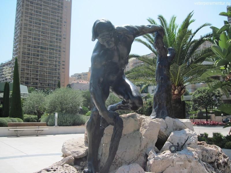 Статуи на улицах Монако