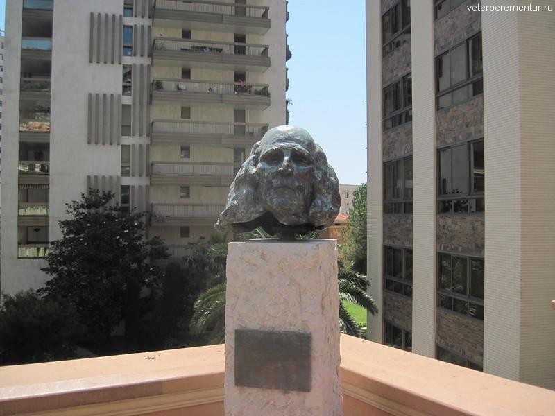 Памятник в Монако