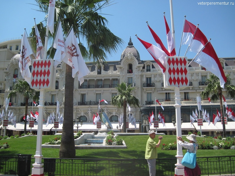 Монако, площадь украшена к свадьбе князя
