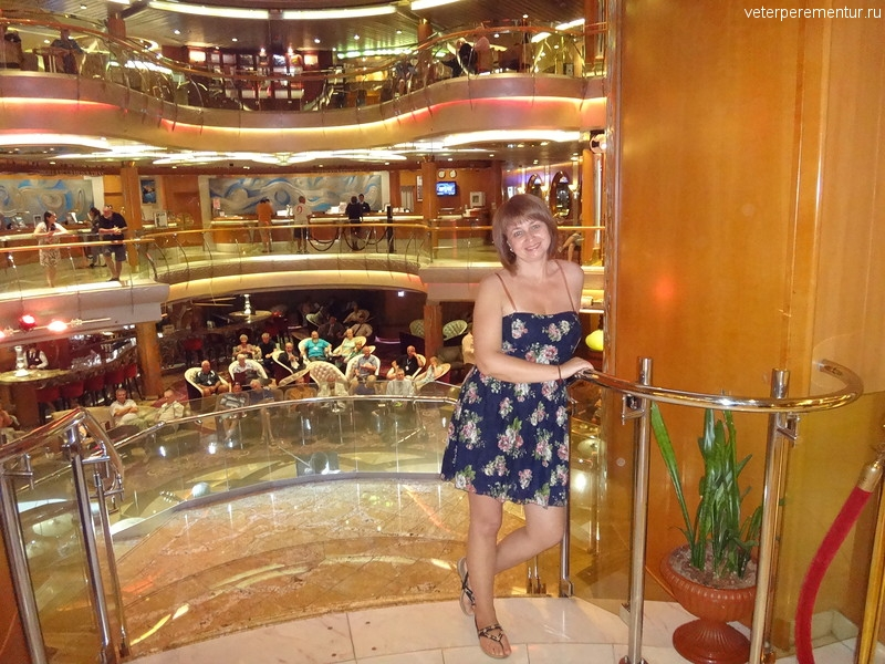Rhapsody of the Seas, вид на атриум