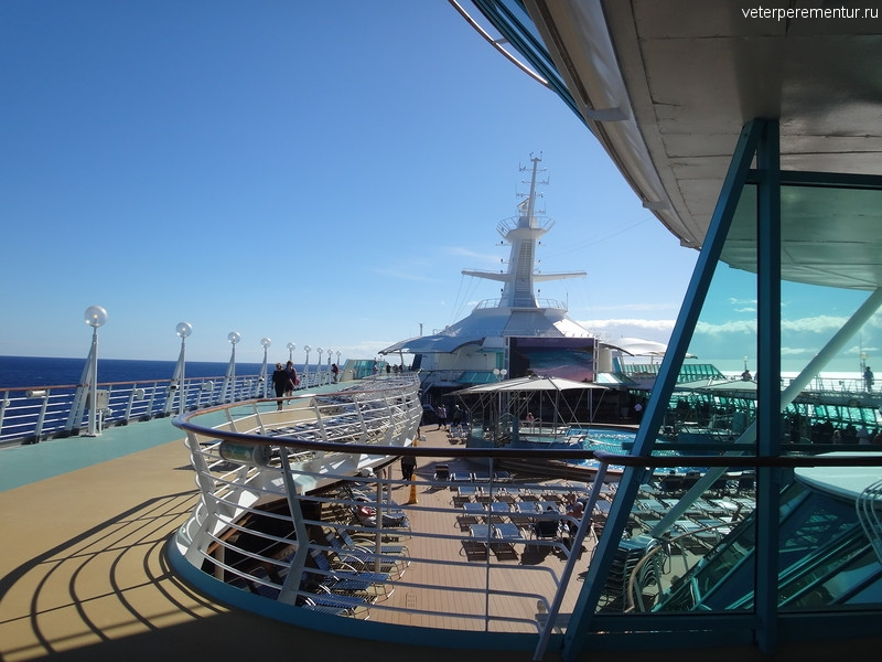 Rhapsody of the Seas, открытый бассейн