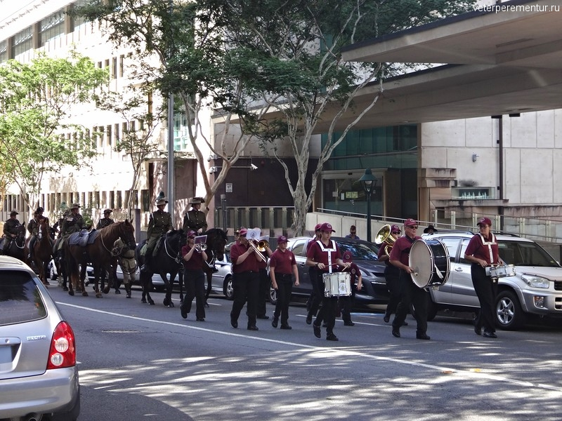 рисбен (Brisbane), духовой оркестр и конница