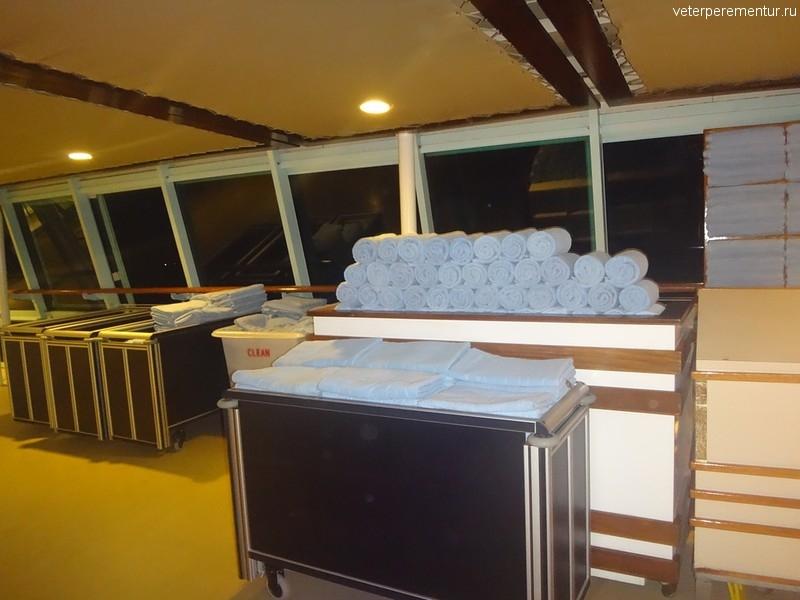 Rhapsody of the Seas, станция выдачи пляжных полотенец
