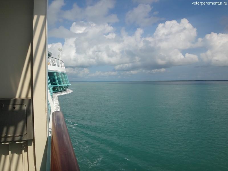 Проход Rhapsody of the Seas вдоль Большого Барьерного рифа