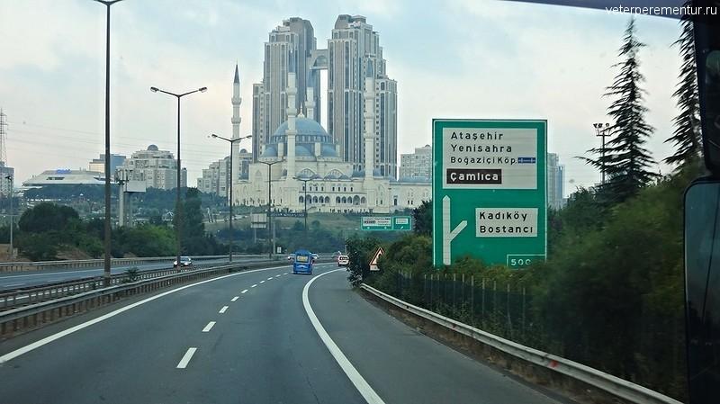 Небоскребы и мечеть, Стамбул
