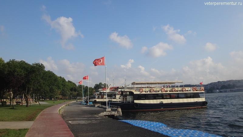 Утро в Стамбуле, берег Босфора