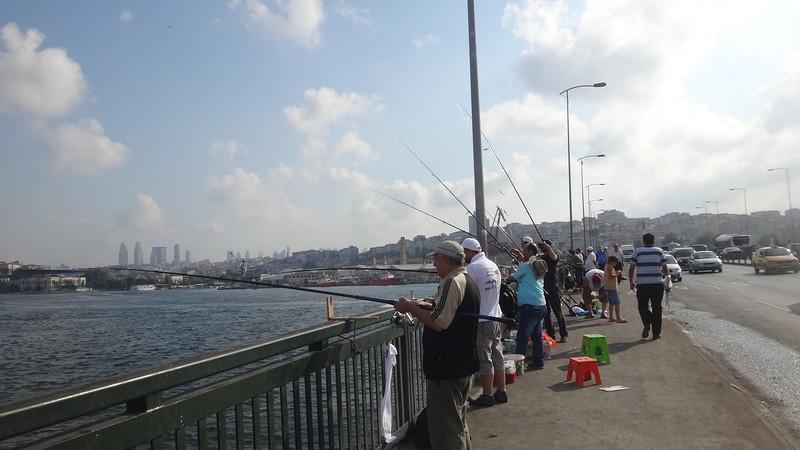 Рыбаки в Стамбуле