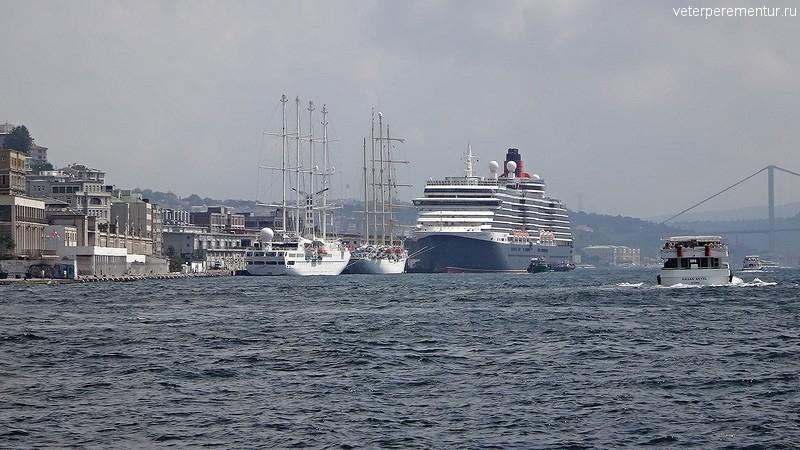 Queen Victoria в порту Стамбула