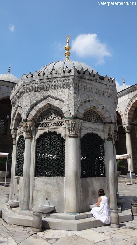 Внутренний двор Новой мечети, Стамбул