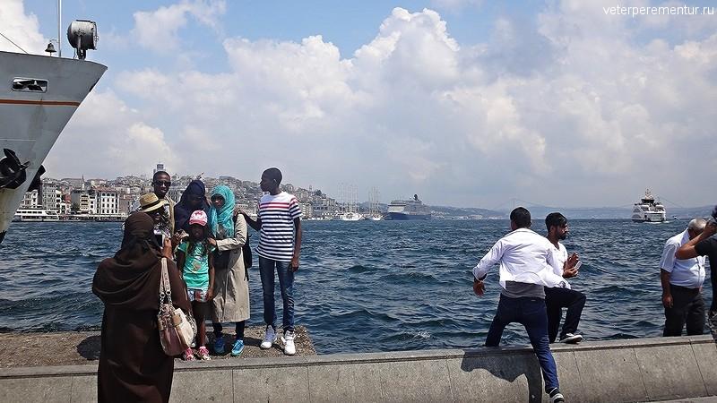 Фотосессии на фоне Queen Victoria, Стамбул