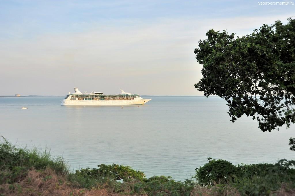 Rhapsody of the Seas выходит из порта Дарвина