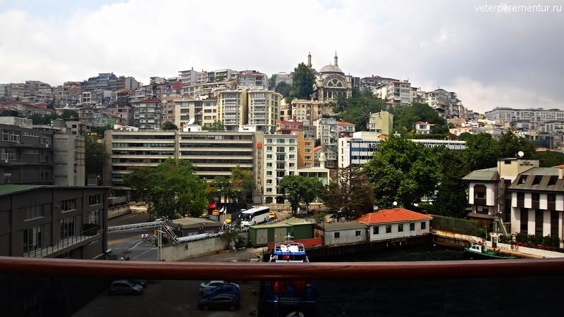 Queen Victoria, вид с балкона на Стамбул