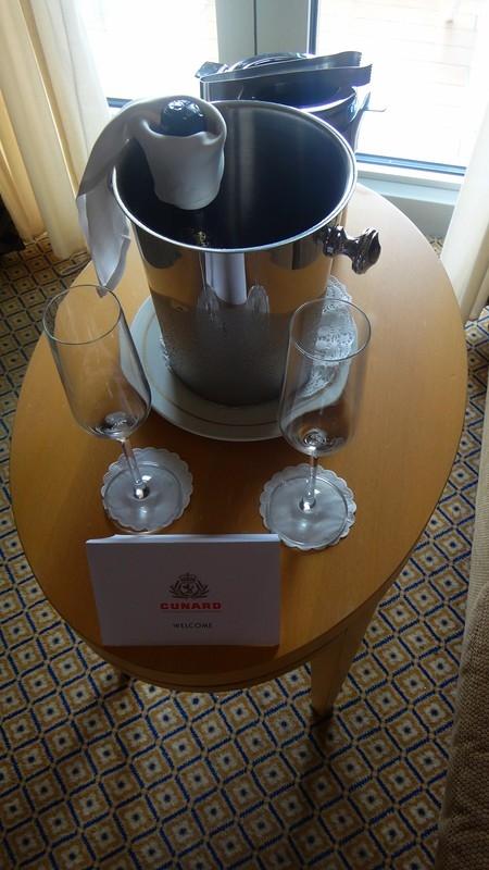 Queen Victoria, приветственное шампанское