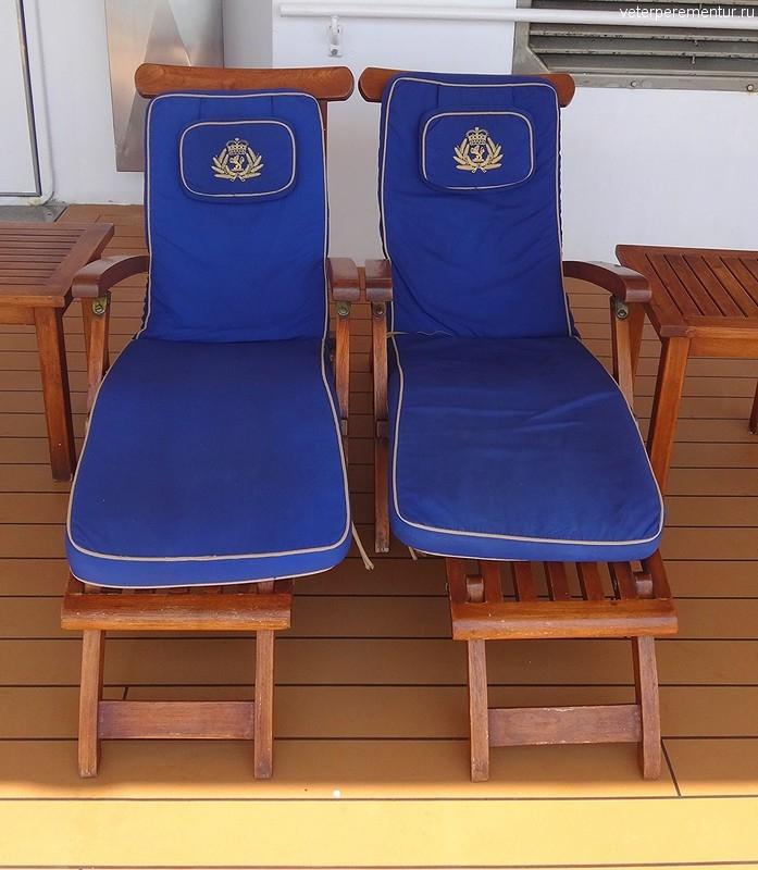 Queen Victoria, лежаки на прогулочной палубе