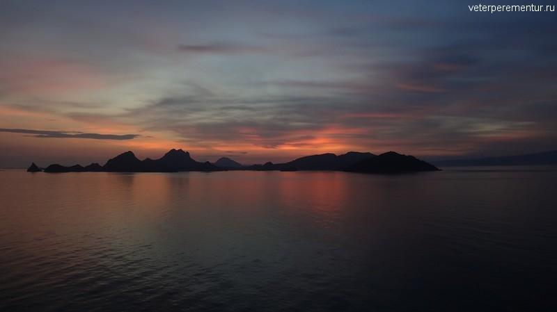 Виды на остров Комодо с Rhapsody of the Seas