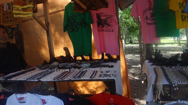 Сувенирный рынок на Комодо