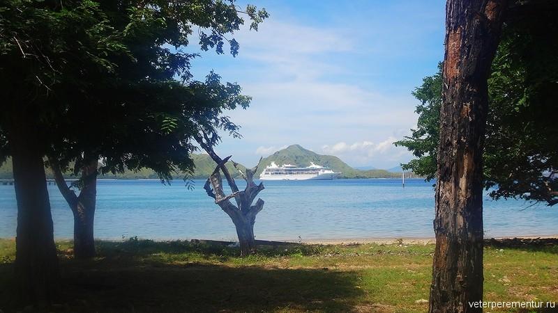 Rhapsody of the Seas, тендерная стоянка возле острова Комодо