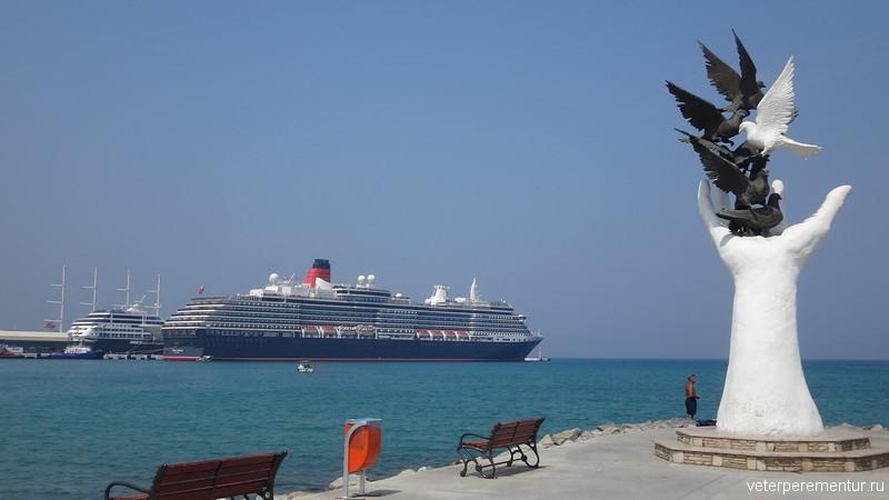 Queen Victoria в порту Kusadasi (Кушадасы)