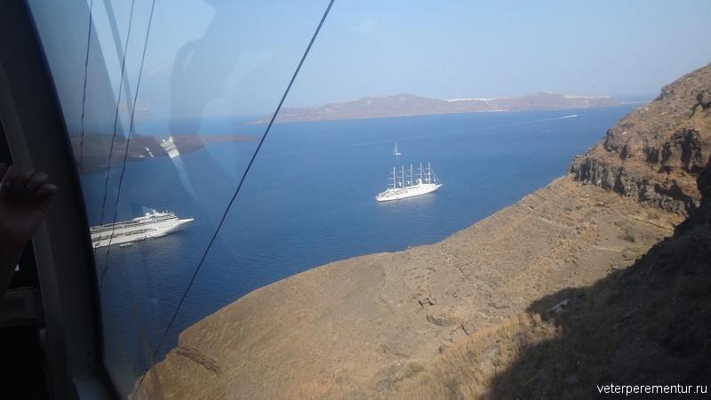 виды на корабли с фуникулера, Санторини