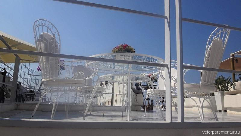 Санторини, ажурный столик и стулья