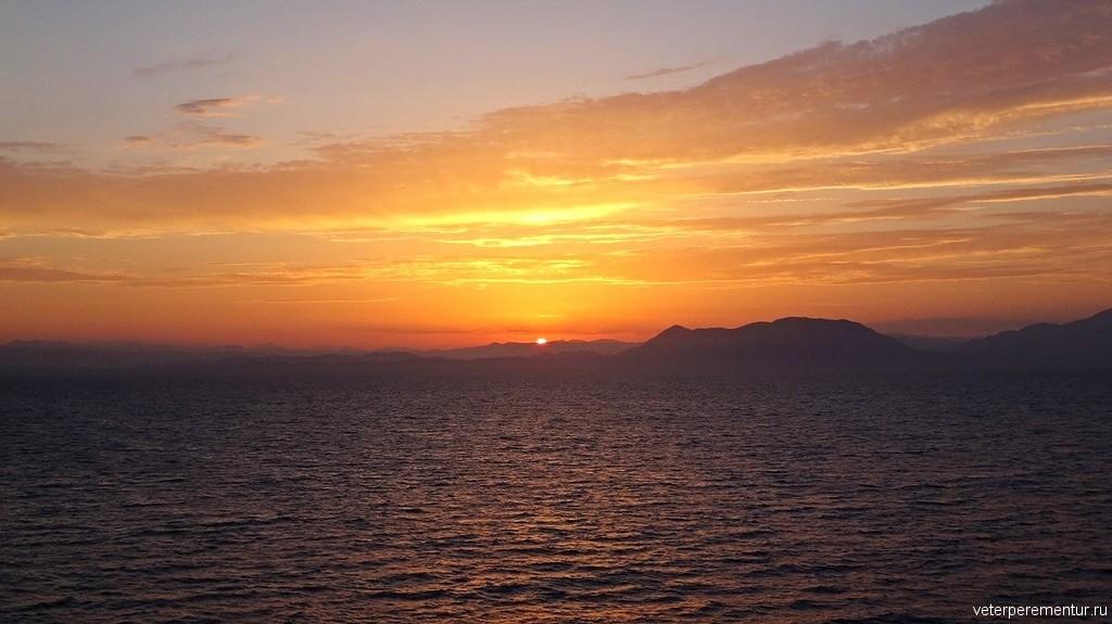 Рассвет в море