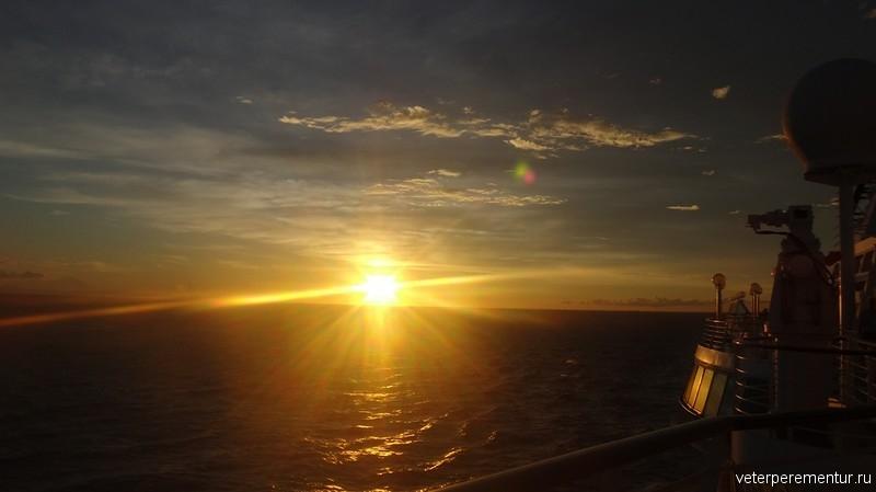 Восход в море
