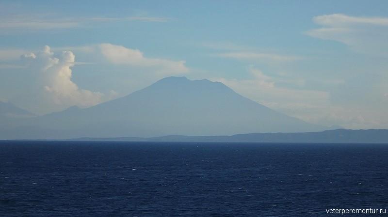 Это вулкан Агунг (Gunung Agung)