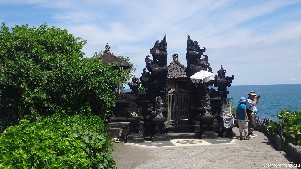 Территория храма Танах Лот, Бали