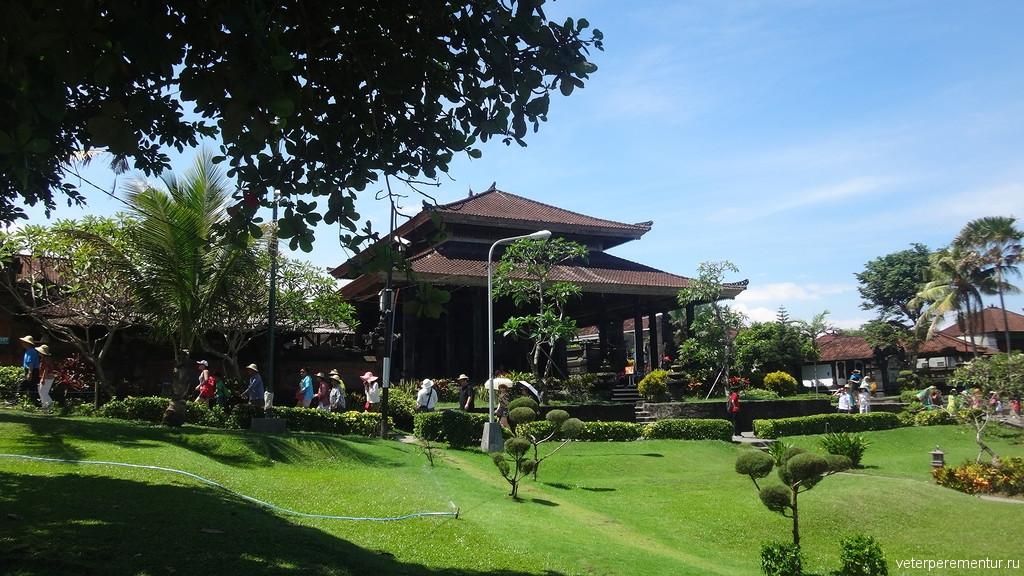 Окрестности вокруг храма Танах Лот