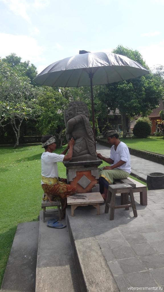 Реставраторы за работой, Бали