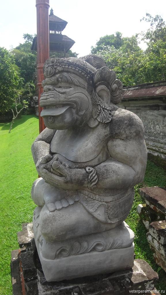 статуи в Таман Аюн (Pura Taman Ayun), Бали