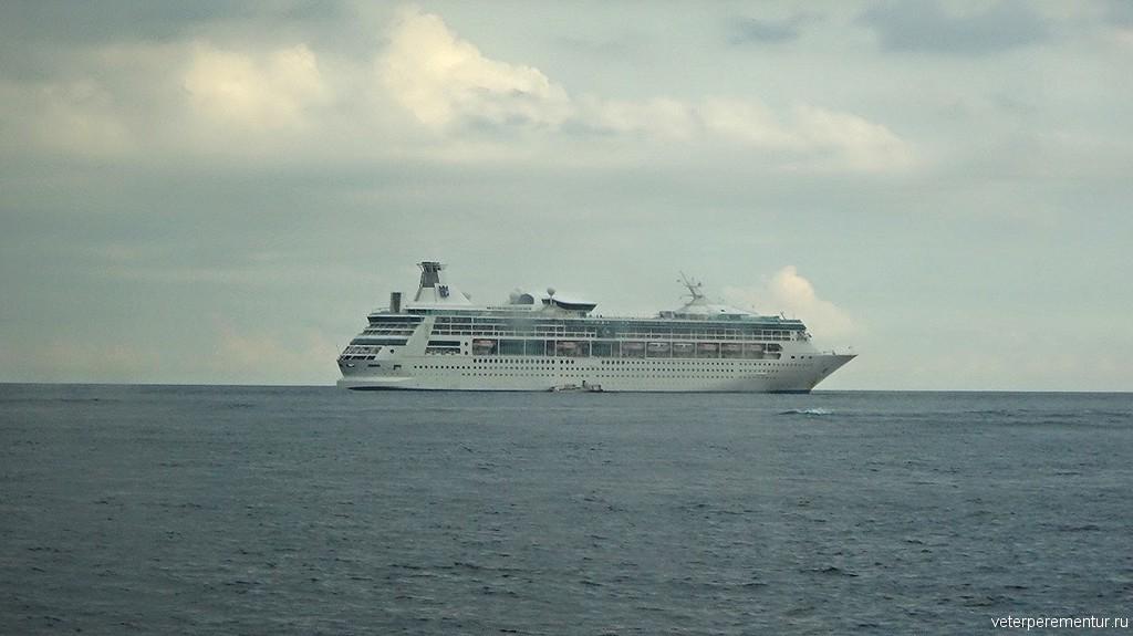 Rhapsody of the Seas на тендерной стоянке, Бали