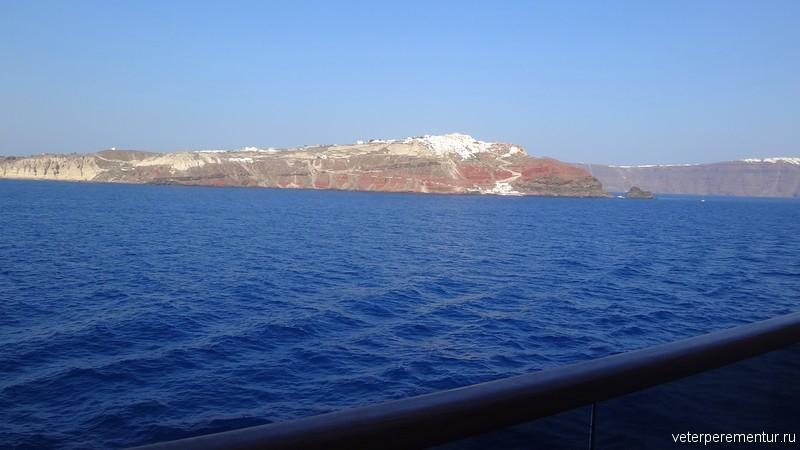 Санторини, вид с корабля