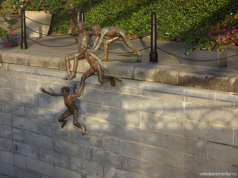 """Скульптура """"Первое поколение"""", Чонг Фах Чонг, Сингапур"""