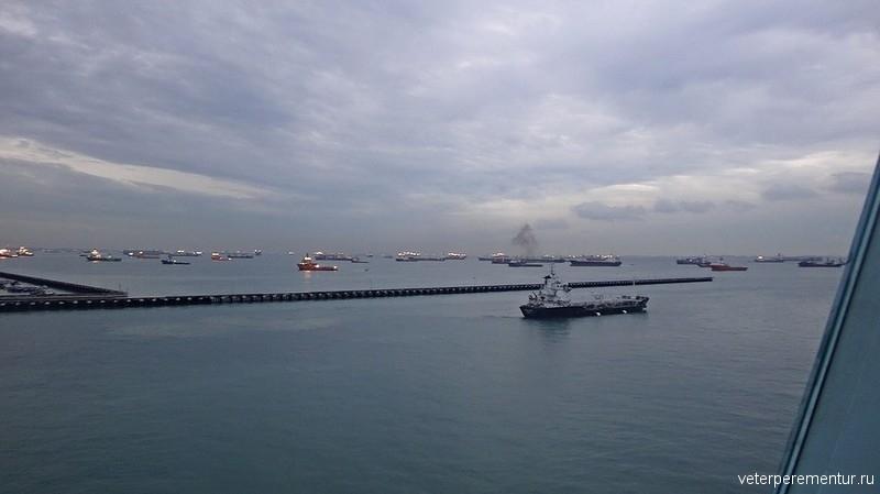 Корабли в гавани Сингапура
