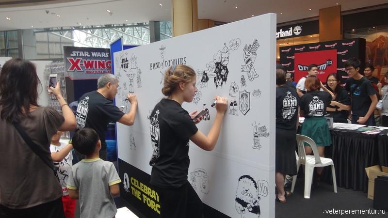 """Презентация фильма """"Звездные войны"""" в торговом центре Сингапура"""