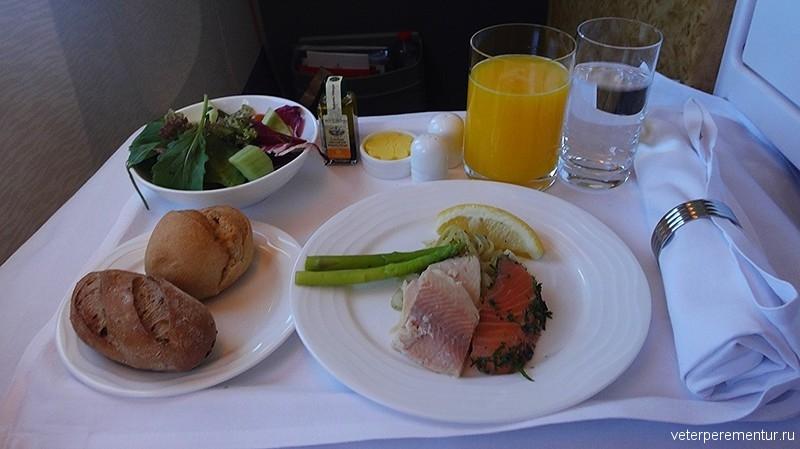 питание в бизнес- классе авиакомпании Emirates