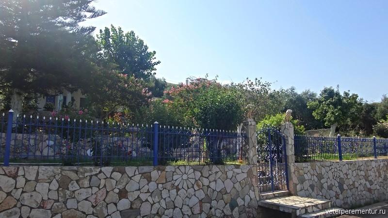 Забор в загородном доме, Греция