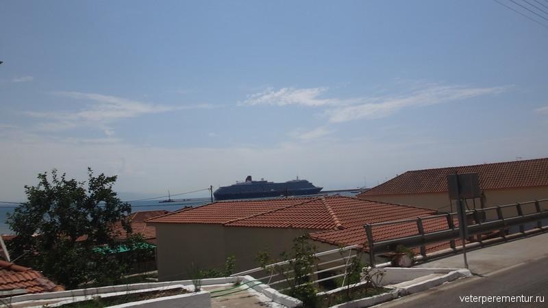 Queen Victoria в порту Катаколон