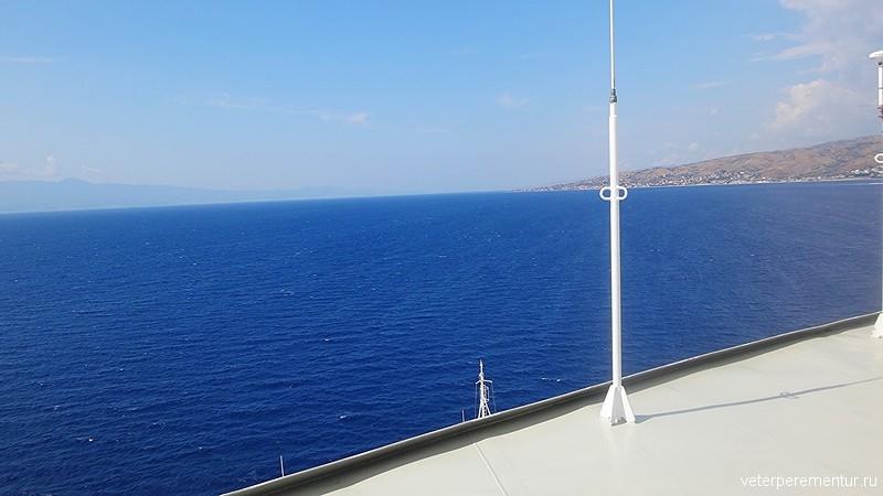 проход круизного корабля по Мессинскому проливу