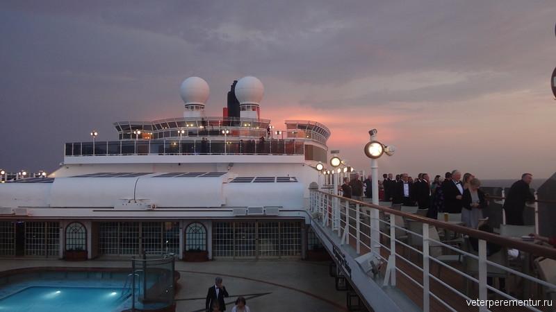 Палуба корабля, закат