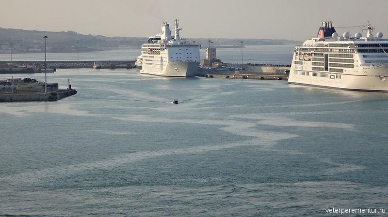 Корабли в порту Чивитавеккьи