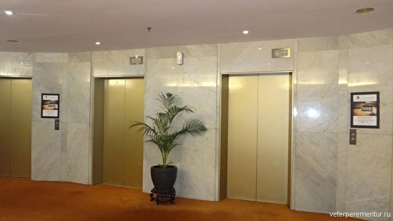 Corus Hotel Kuala Lumpur, зона лифтов