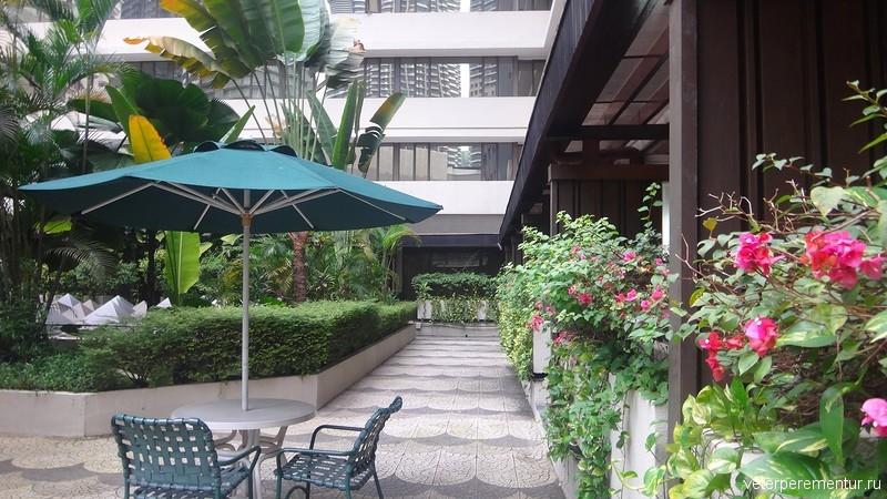 Corus Hotel Kuala Lumpur, зона у бассейна