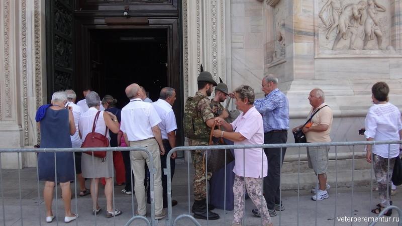 Вход в Миланский собор