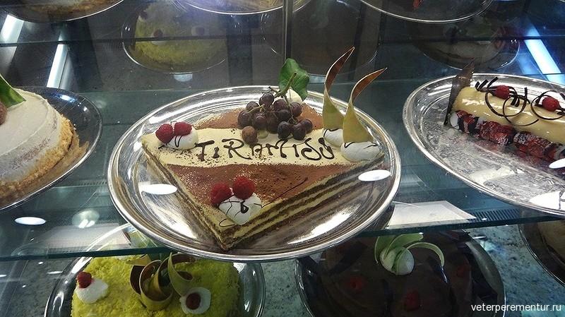 Royal Princess, торты в буфете