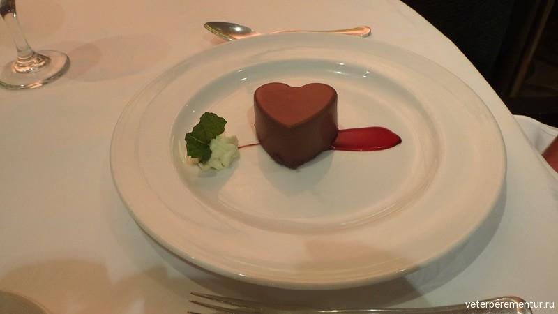 Десерты в в ресторане на на Royal Princess