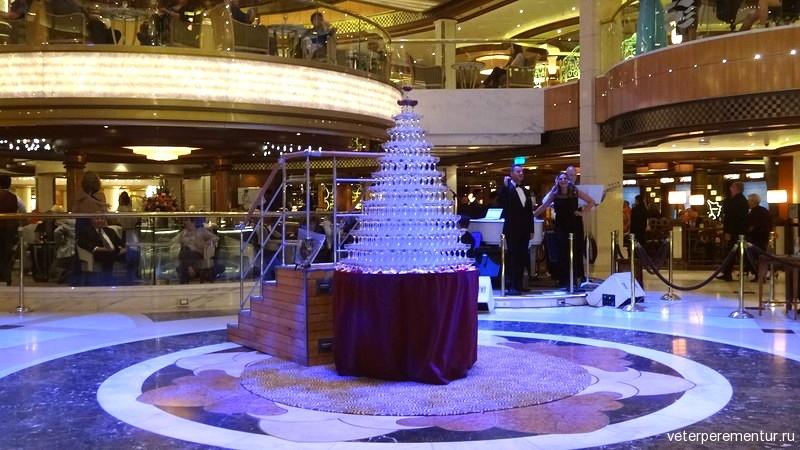 Водопад шампанского на на Royal Princess