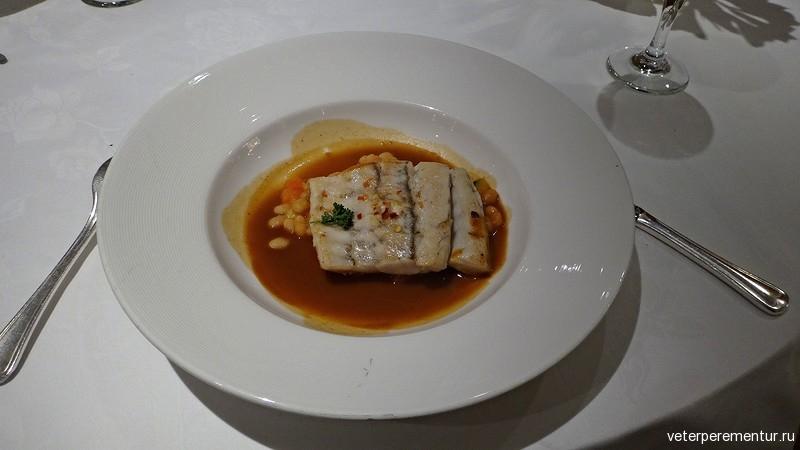 Основные блюда в ресторане на на Royal Princess