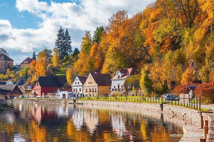 680-idyllic-autumnal-cesky-krumlov